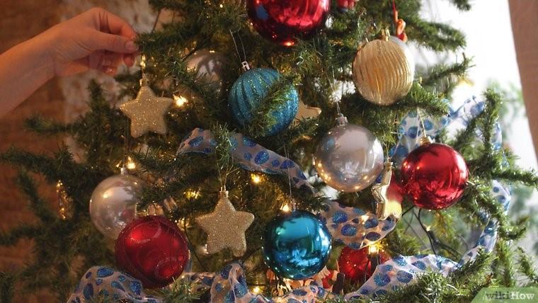 چراغانی درخت کریسمس