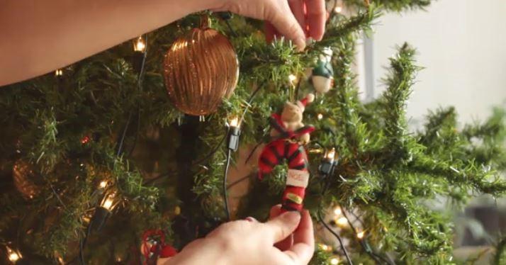 چگونه تزئین درخت کریسمس را انجام دهیم